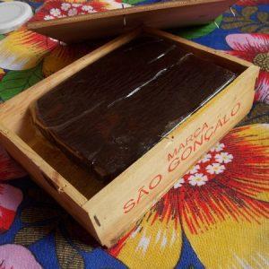 Goiaba cascão acondicionada em caixa de madeira. Esta aqui foi comprada em Tiradentes (MG). (Foto: Rachel Bonino)