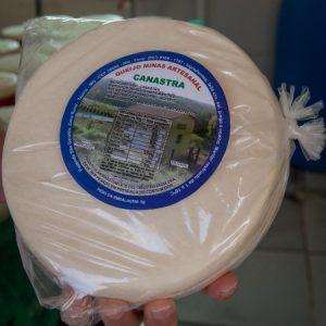 Produto embalado: rótulo tem foto da queijaria da propriedade. (Foto: Mayra Galha)