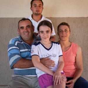 João, a mulher Simone, e os filhos. (Foto: Mayra Galha)