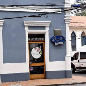 Fachada da primeira unidade da Casa dos Frios, na Avenida Rui Barbosa, no Recife (crédito: Rachel Bonino)