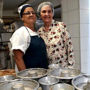 Dona Fernanda acopanha o trabalho na cozinha do empório todos os dias. (crédito: Rachel Bonino)